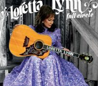 Country singer Loretta Lynn suffers a fall