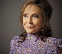 Loretta Lynn remains hopitalized